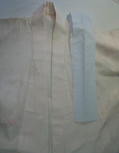 土台の衿は長襦袢の表生地と同じ