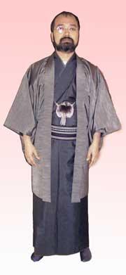 羽織を着た男性