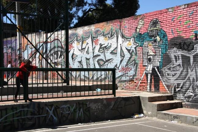 Graffiti op speelplaats in Bogota