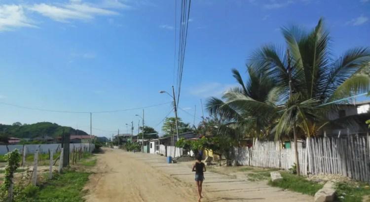 Solo travel, genieten op de strandweg van Canoa Ecuador