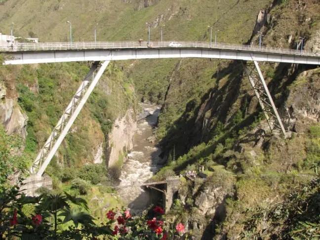 De puenting brug in Baños