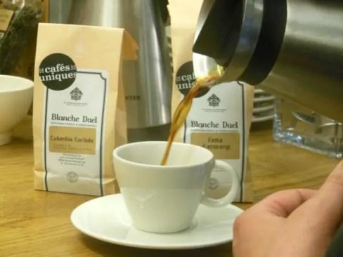 koffie schenken Blance Dael