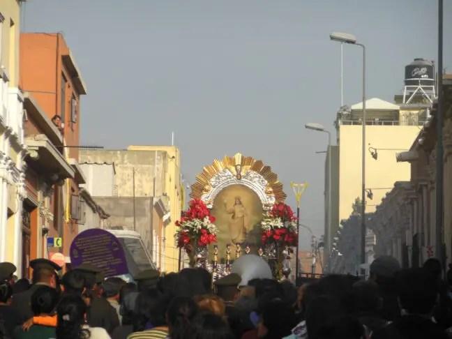 Processie door de straten van Arequipa