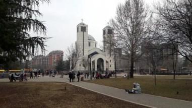 De kerk crkva cara Konstantina in het St Sava park. Veel bedelaars hopen hier op een aalmoes.