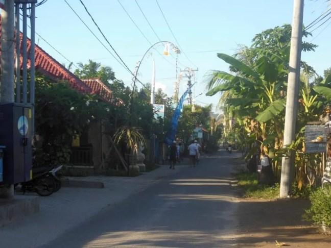 De rustige straten van Nusa Lembongan.