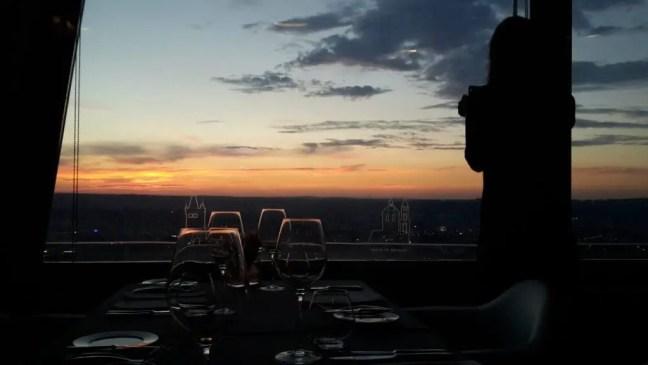 Uitzicht vanuit Oblaca restaurant over Praag