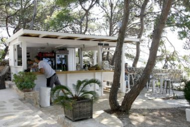 Falko, een ongedwongen beach bar op Hvar.