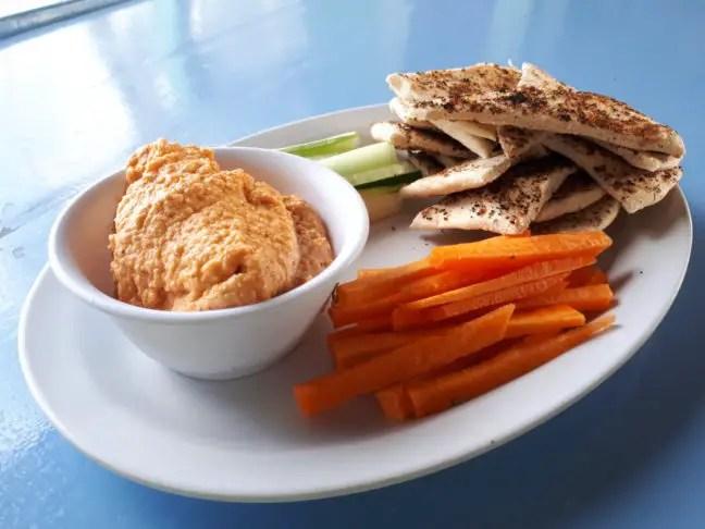 Gezond snacken bij Sandbar's Beach Hostel & Restaurant