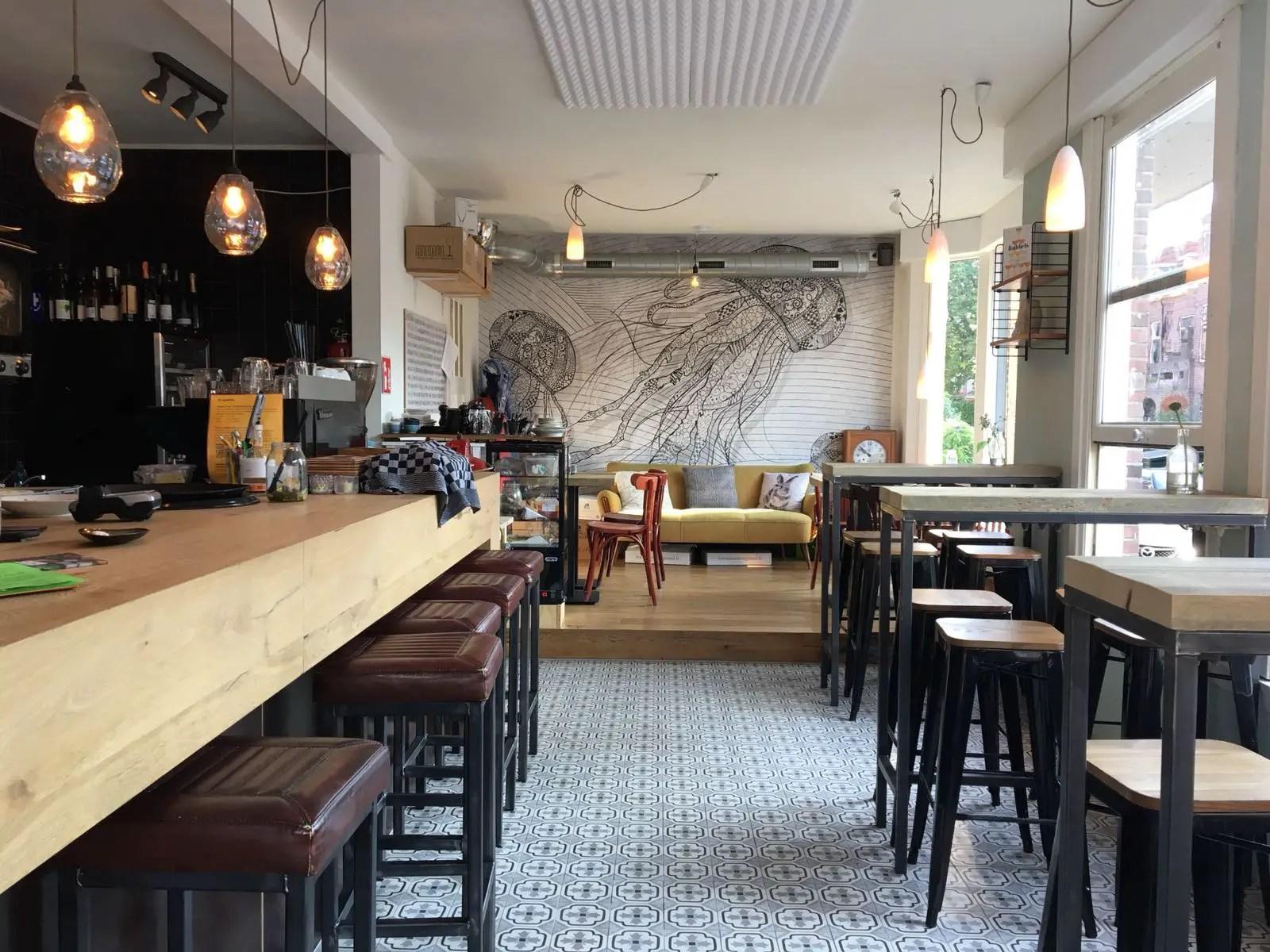 Binnen bij De Avonden wijnbar Rotterdam