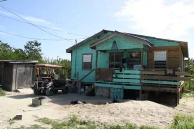 Roadtrip over het eiland. Veel huizen zijn aan een opknapbeurt toe.