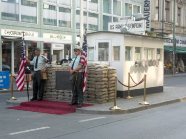 De replica van Checkpoint Charlie