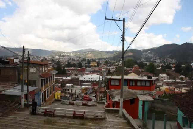Uitzicht over San Cristóbal, halverwege de trap.