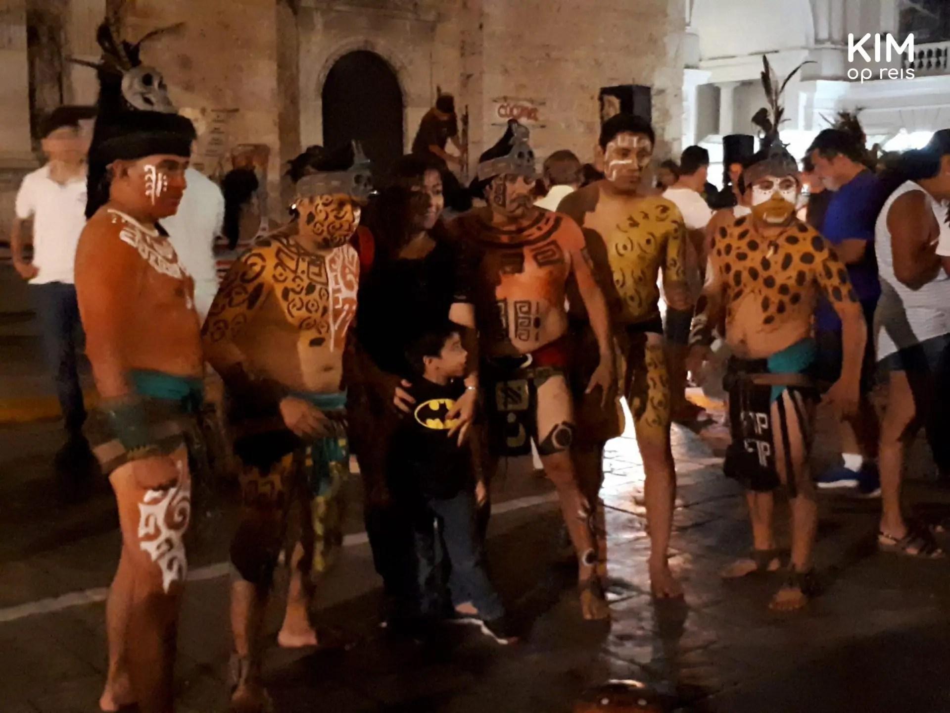 Maya ball game Mérida : Op de foto met de helden van het balspel.