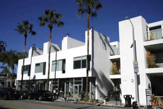 Ook veel moderne bouw aan dé winkelstraat van Venice.