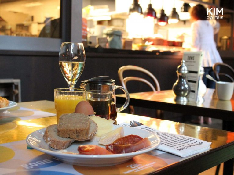 Ontbijten met champagne in de 25hours Hotels in Hamburg