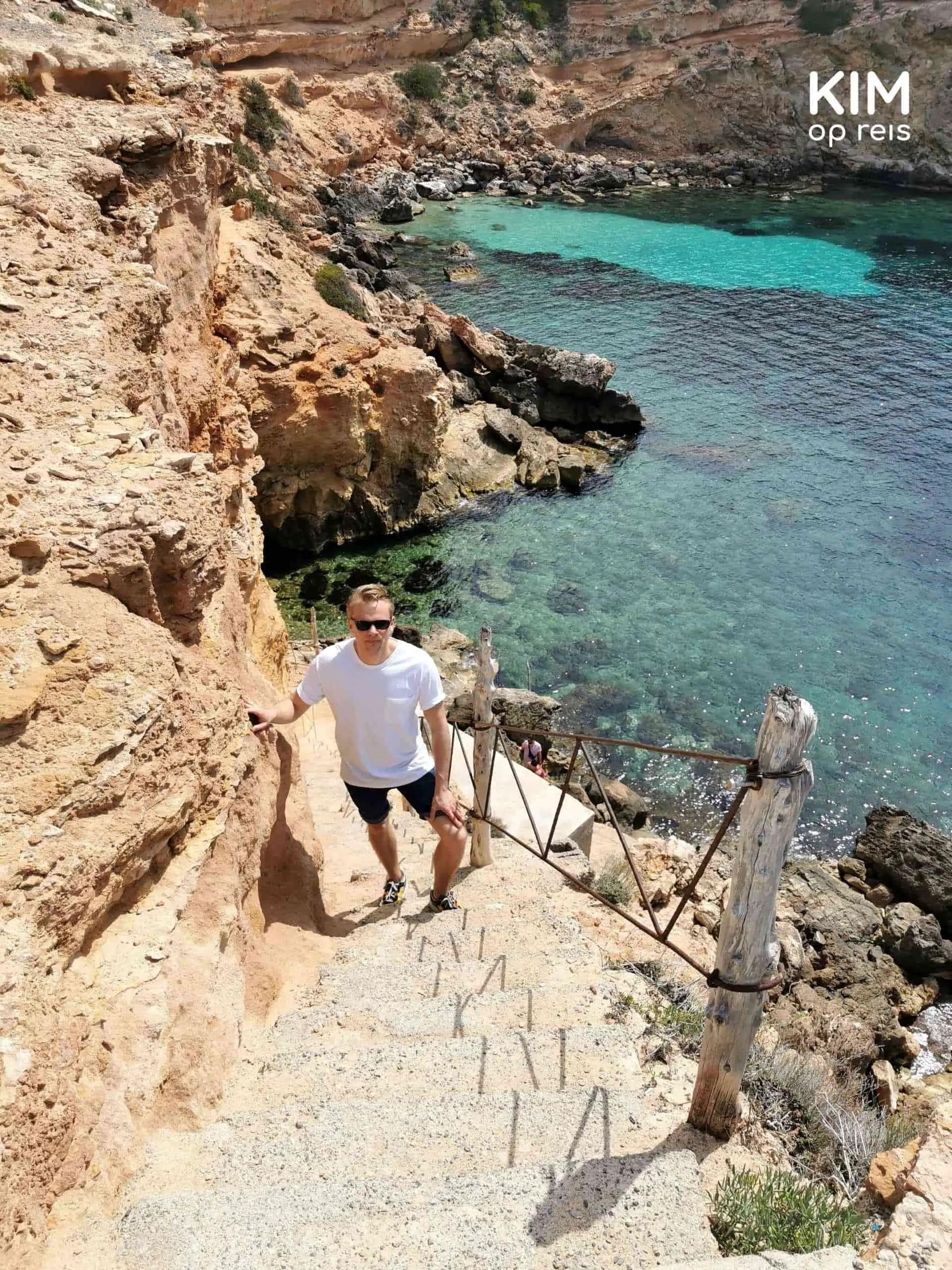 Sa Figuera Borda stairs: a man walks upstairs