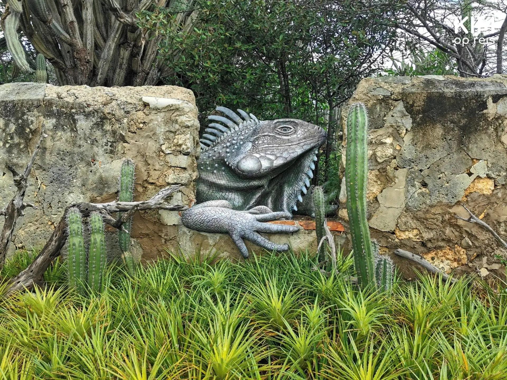 Jan Kok mansion art iguana