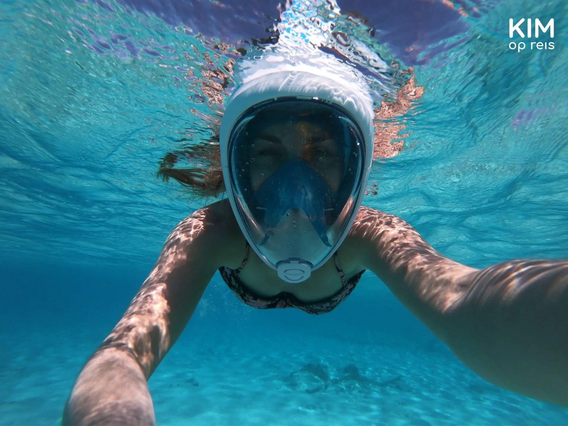 Snorkelen op Klein Curaçao: onderwater selfie met snorkelmasker
