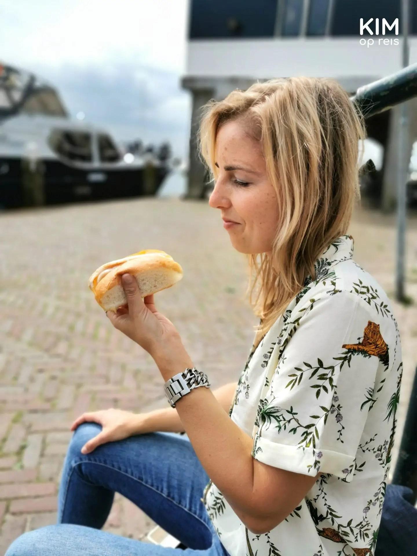 Eating an eel sandwich in Volendam - Kim eats an eel sandwich on the quay