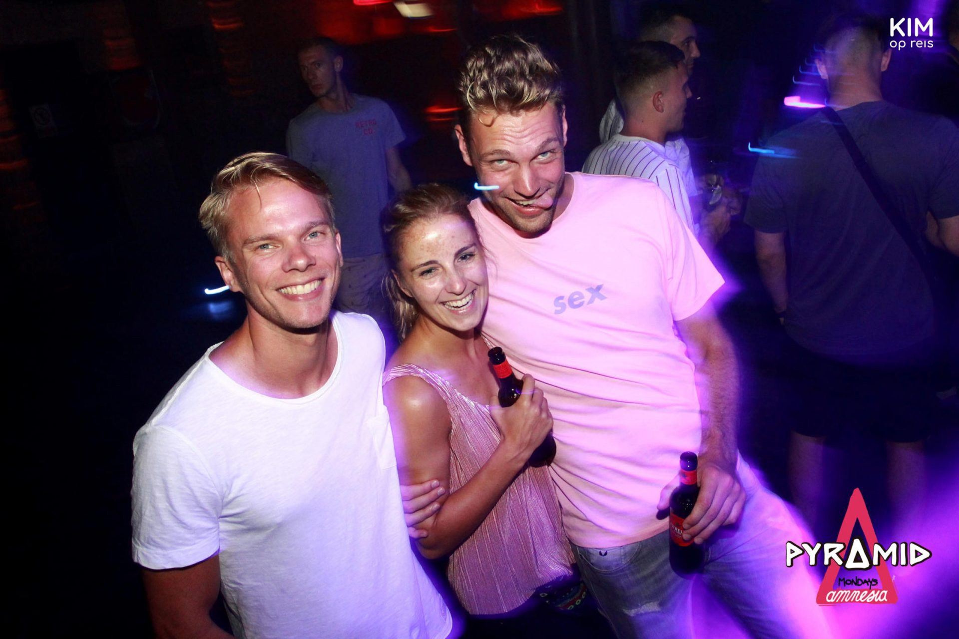 Clubben in de Amnesia - Kim met twee vrienden in de Amnesia