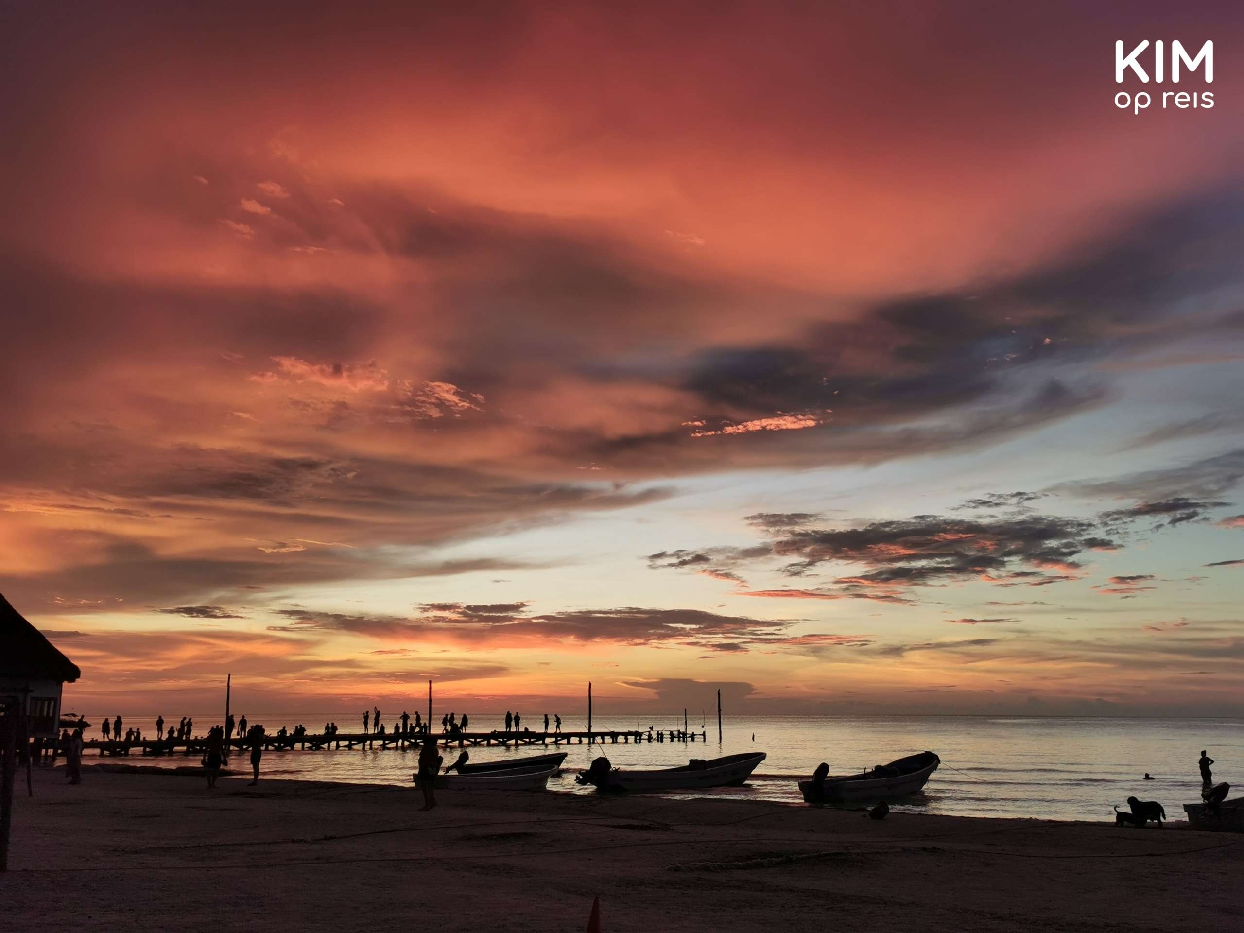 Isla Holbox strand zonsondergang: zonsondergang aan het strand