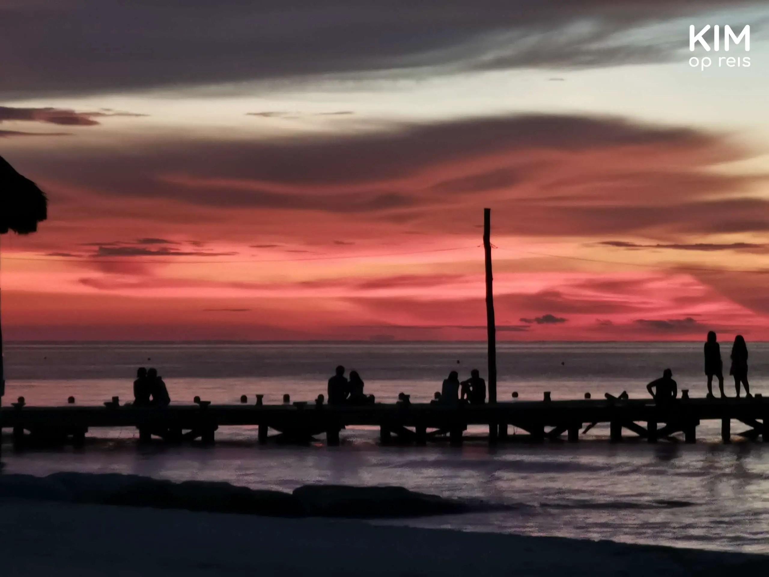 Isla Holbox zonsondergang: zonsondergang op het strand