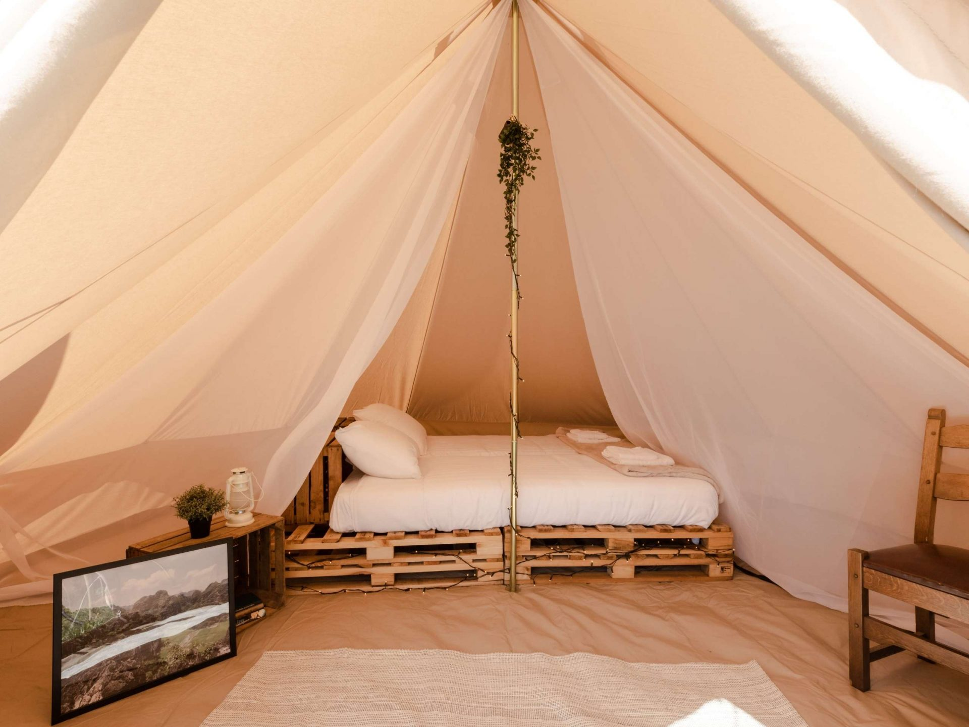 Pop-up camping East Nomads tent