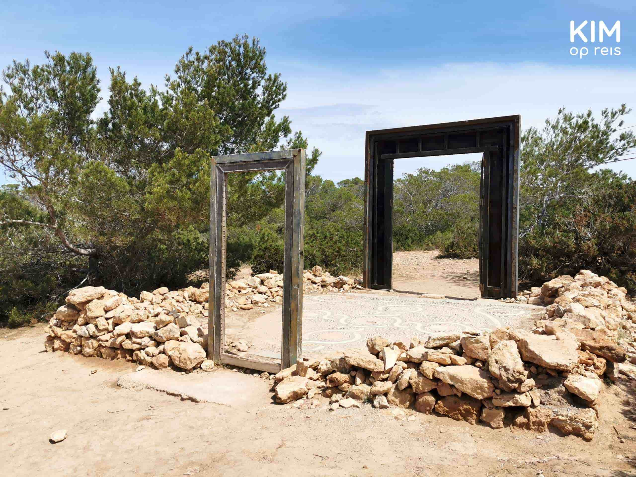 Puertas Can Soleil: a smaller door frame at the front and a larger one a few meters behind it