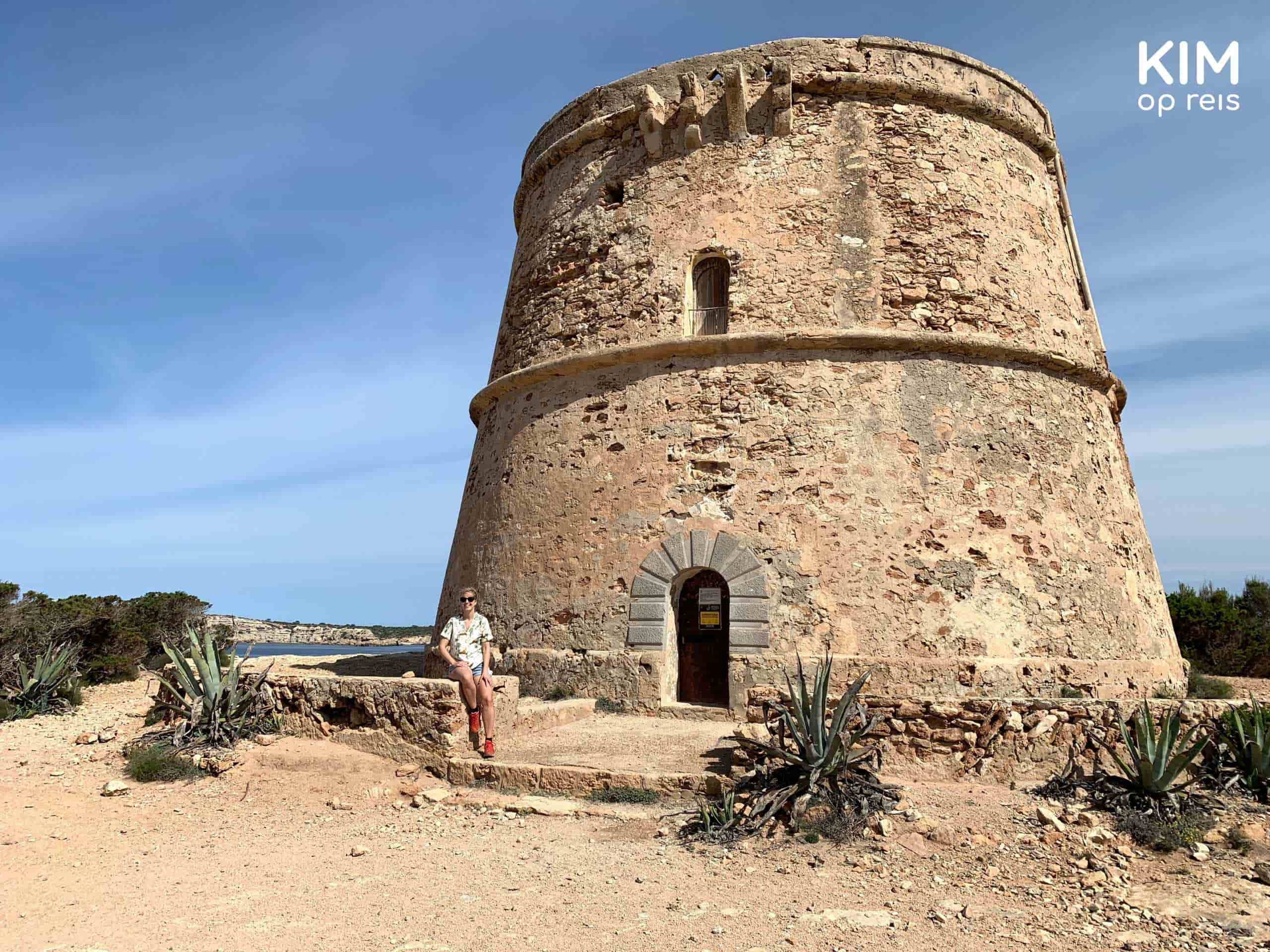 Torre d'en Rovira: Kim is sitting on a wall in front of the tower