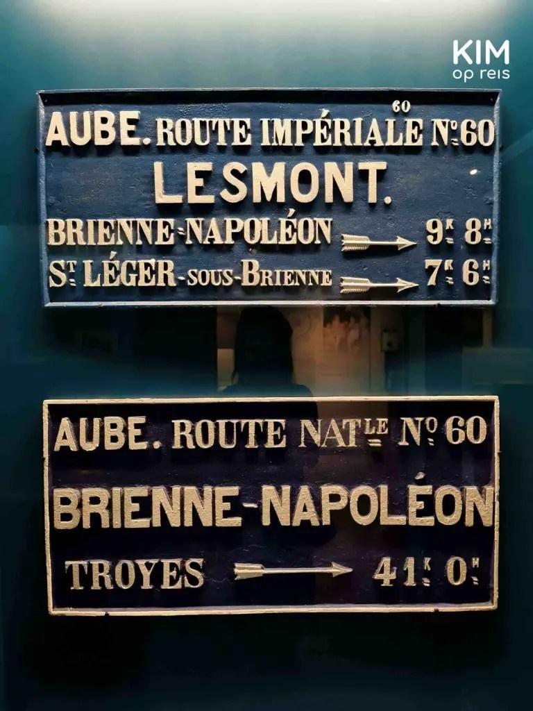 Bewegwijzering Napoléon museum Frankrijk: oude bewegwijzering