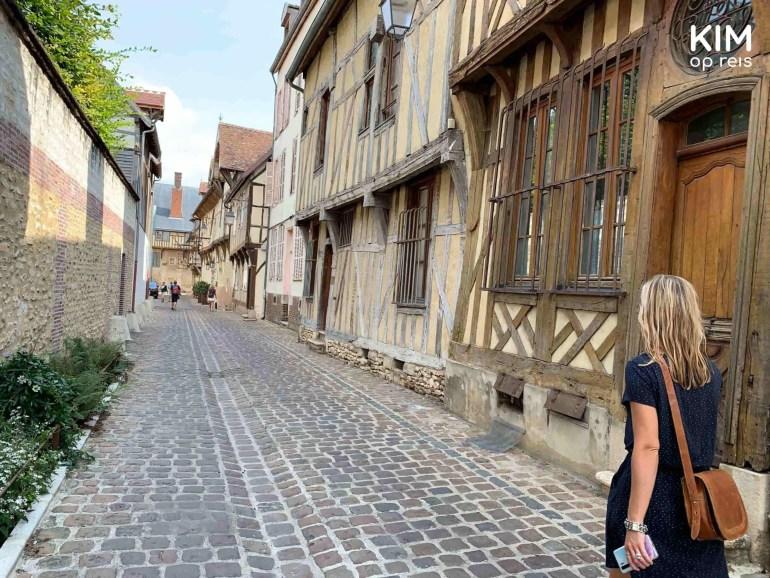 Wandelen in Troyes, Frankrijk: Kim wandelt langs de oude vakwerkhuizen