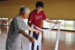 全くのヨソモノに神舞を教えるのは初めてとのことで、教え方や難しそうなところをチェック。