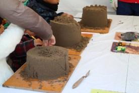 南さつま市の「砂像作り体験」は、 道具もそろっていて本格的でした