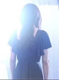 美食探偵明智五郎/小池栄子の衣装[9話/最終回]ピアスにワンピースやネックレス