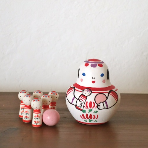 MB-5 こけしボウリング Kokeshi Bowling  Size:7×5×5cm (body) 2.5× 1× 1cm (bowling pins)/Material: wood, porcelain  ¥5,000+Tax