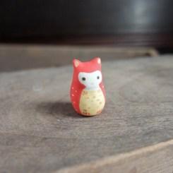 赤みみずくのフェーブ Feve of owl Size:1.5×1.5×2.2cm/Materials: porcelain ¥600+Tax  FEVES-26