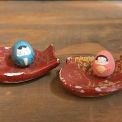 雛だるまのフェーブ(2個組)Feve of Hina Dharma (two sets)   * Dish None Size:男雛2×1.7×1.9cm女雛1.8×1.6×1.8cm/Materials: porcelain ¥1,200+Tax  FEVES-27
