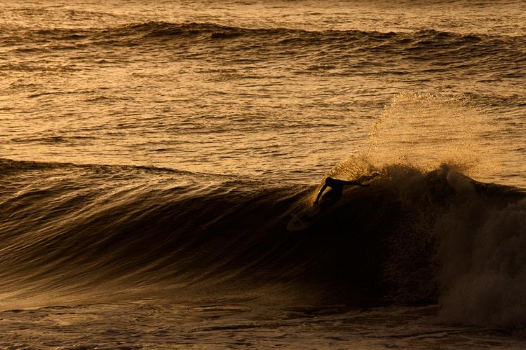 photo de surfeur par le photographe Mat Hemon.