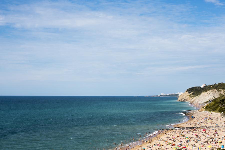 Biarritz bains de mer en été par le photographe Mat Hemon.