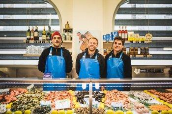 Les commerçants de l'Ecaillerie aux Halles de Biarritz.