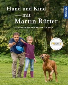 Hund und Kind mit Martin Rütter ist ein Hundebuch für Familien, in denen viele Tipps zum Umgang zwischen Hund und Kind enthalten sind. Unter anderem geht Martin Rütter darauf ein, wie man den Hund an ein Baby gewöhnen kann.