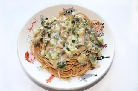 Nudeln mit Zucchini-Sahnesoße