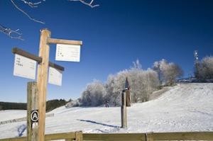 Winterwandern ist im Sauerland auf für Familien ein Erlebnis. Foto (c) Sabrina Voss, Sauerland Tourismus e.V.