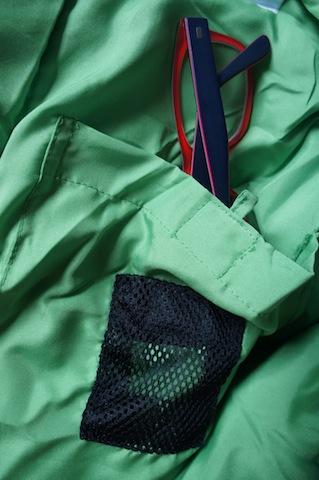 Totaler Durchblick auch Nachts: Im Kinderschlafsack ist auch ein Fach für die Brille. Foto (c) kinderoutdoor.de