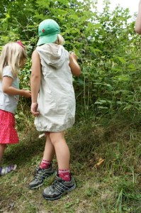Vor lauter Grün erkennen die Kinder bei dieser Schnitzeljagd den Wald nicht mehr. Foto (c) kinderoutdoor.de
