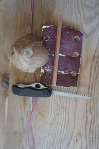 Aus dieser Kokosnuss entsteht ein toller Herzanhänger. Foto (c) kinderoutdoor.de