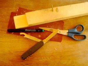 Werken mit dem Taschenmesser: Das ist unser Material um daraus ein Rehkitz zu schnitzen.  Foto (c) kinderoutdoor.de