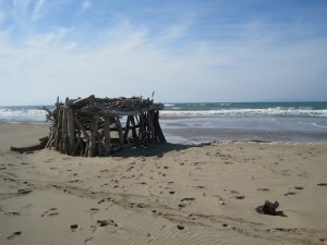 Schnitzeljagd Piraten: Auf so einer Schatzinsel ist wenig Platz für zwei Piraten. Da schubst man doch das Gegenüber am besten ins Meer..... foto (c) kinderoutdoor.de