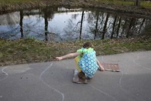 Spielidee für die Schatzsuche: Brücken bauen für Anfänger. foto (c) kinderoutdoor.de