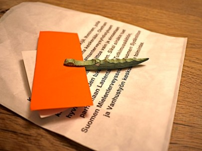 Das geschnitzte Krokodil ist ein perfekter Zettelhalter. foto (c) kinderoutdoor.de